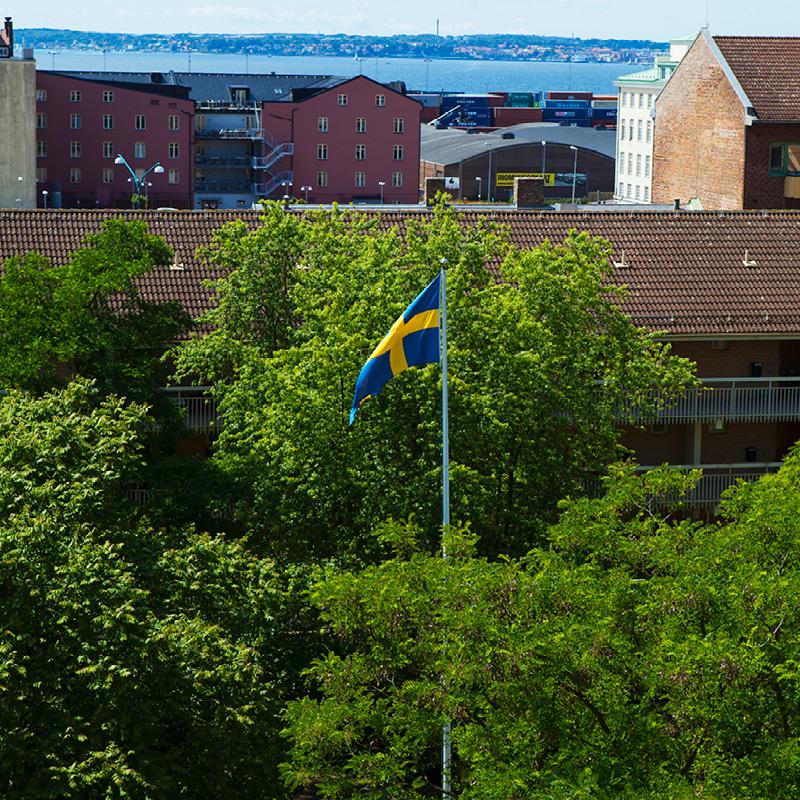 Flaggstång med svenska flaggan