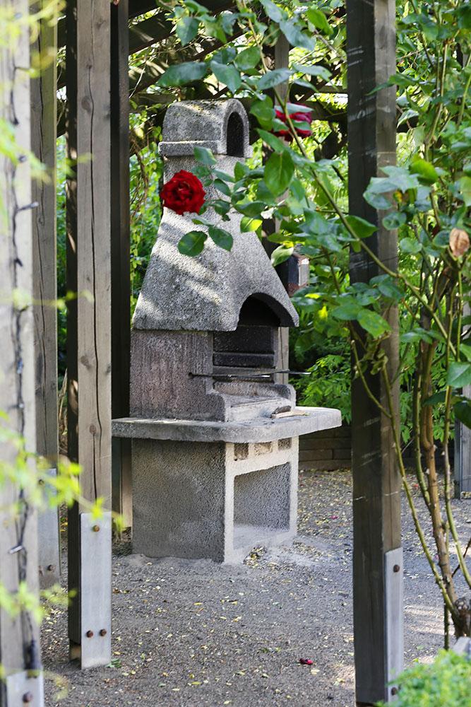 Utomhusgrill på innergården